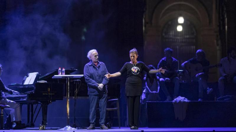 Die Künstler Jose Carreras (l) und Sara Baras (r) während Proben auf der Bühne. Foto: María José López/EUROPA PRESS/dpa/Archivbild