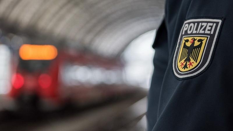 Die Bundespolizei hat ein Verfahren wegen gefährlicher Körperverletzung eingeleitet.