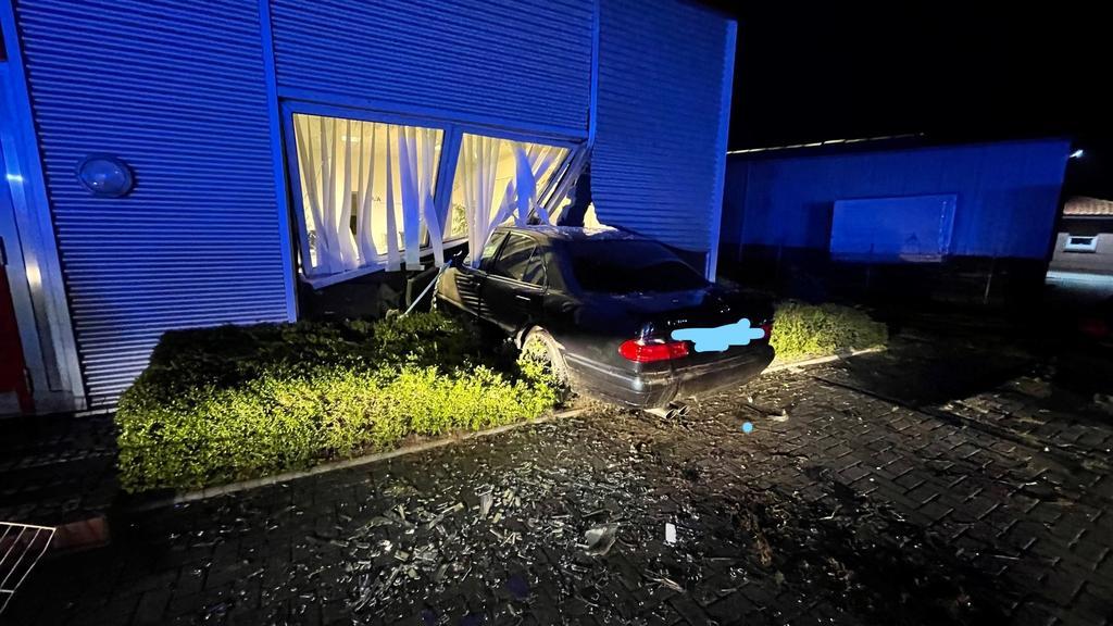 Der am Gebäude entstandene Schaden beziffert der Hauseigentümer auf circa 50.000 Euro.