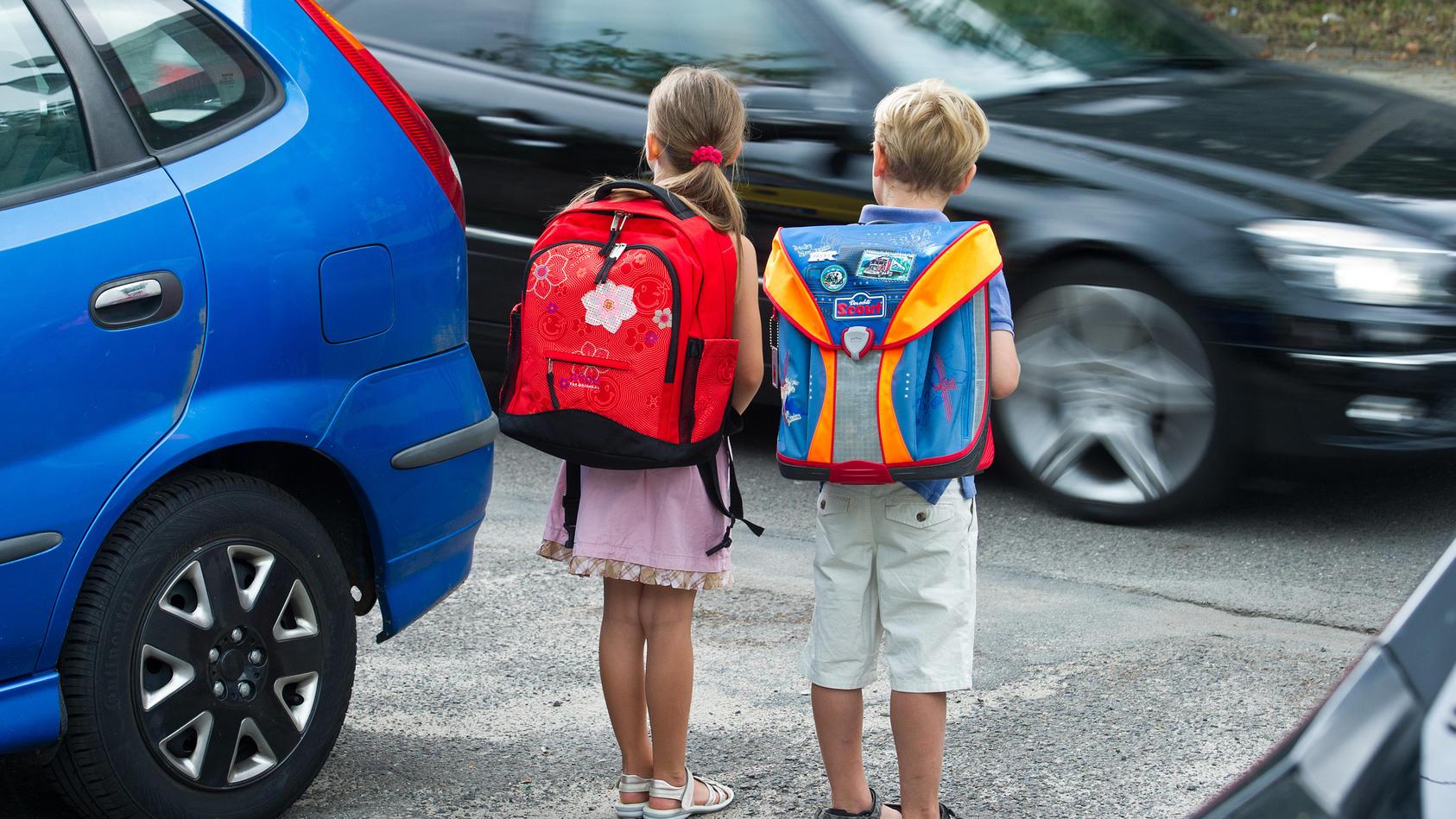 Jedes 5. Kind wird mit dem Auto zur Schule gebracht. (Symbol)