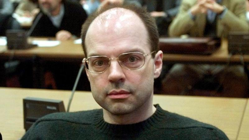 Thomas Drach, Drahtzieher der Reemtsma-Entführung, sitzt im Landgericht auf der Anklagebank. Foto: Michael Probst/AP Pool/dpa/Archiv