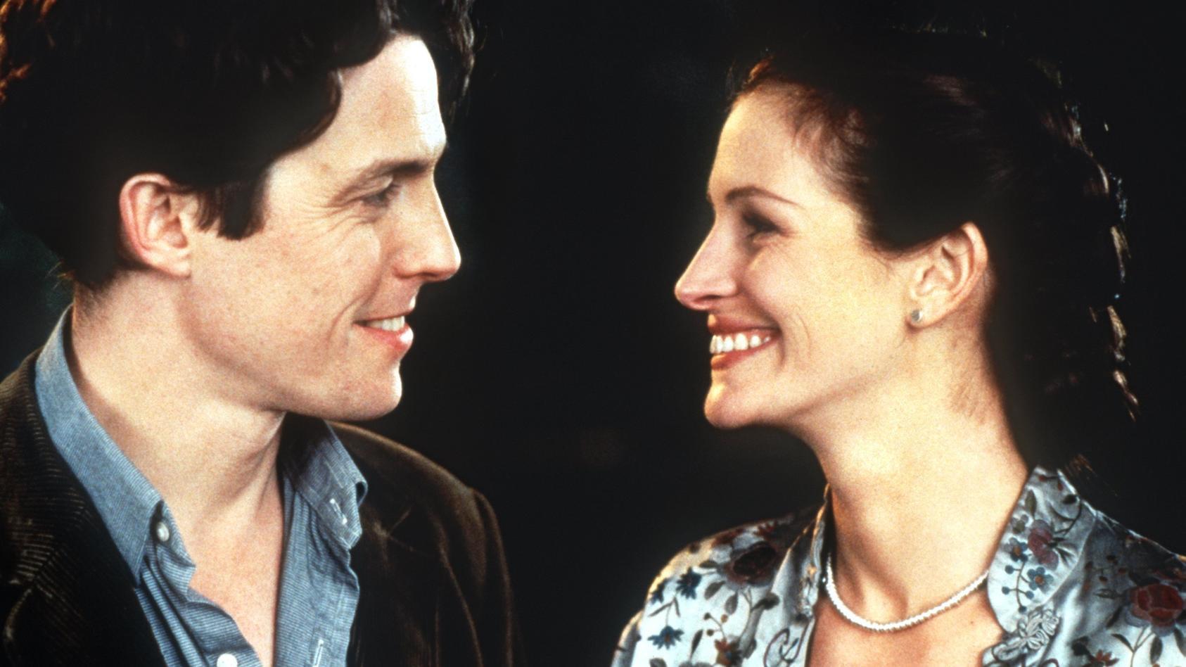 """In """"Notting Hill"""" verlieben sich Buchvhändler William Thacker (Hugh Grant) und Schauspielerin Anna Scott (Julia Roberts) ineinander."""