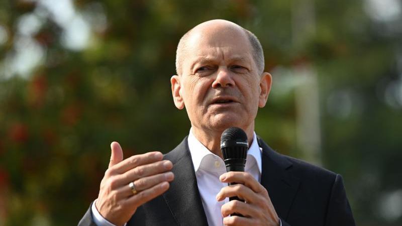 Olaf Scholz, Finanzminister und SPD-Kanzlerkandidat, spricht bei einer Wahlkampfveranstaltung. Foto: Ina Fassbender/POOL/AFP/dpa/Archivbild