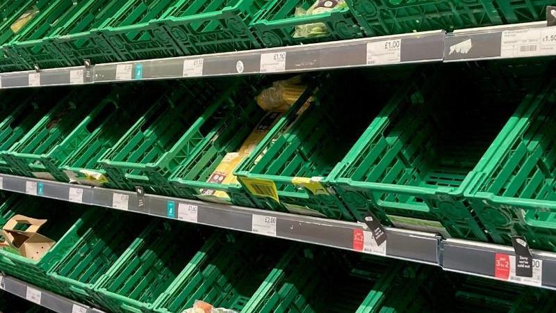 Leere Regale in einem Co-op-Supermarkt in Battersea, Südlondon. Foto: Kirsty O'connor/PA Wire/dpa