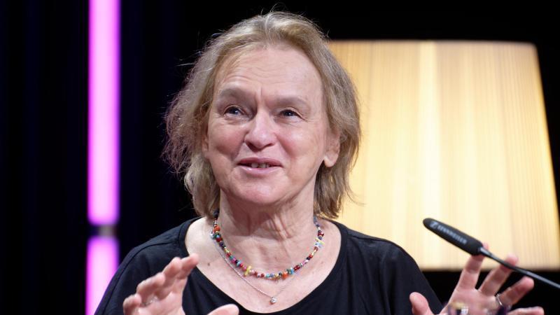 Die Autorin Elke Heidenreich plaudert in ihrem neuen Buch aus dem Nähkästchen. Foto: Henning Kaiser/dpa