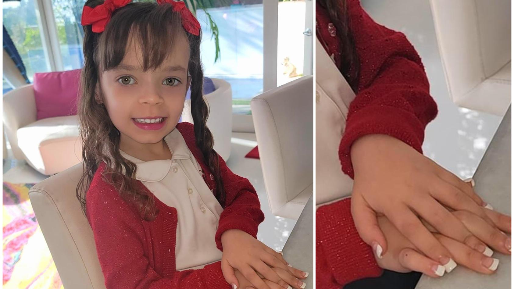 Die kleine Chanel posiert stolz mit ihren frischgemachen Nägeln vor der Kamera von Coco Austin.
