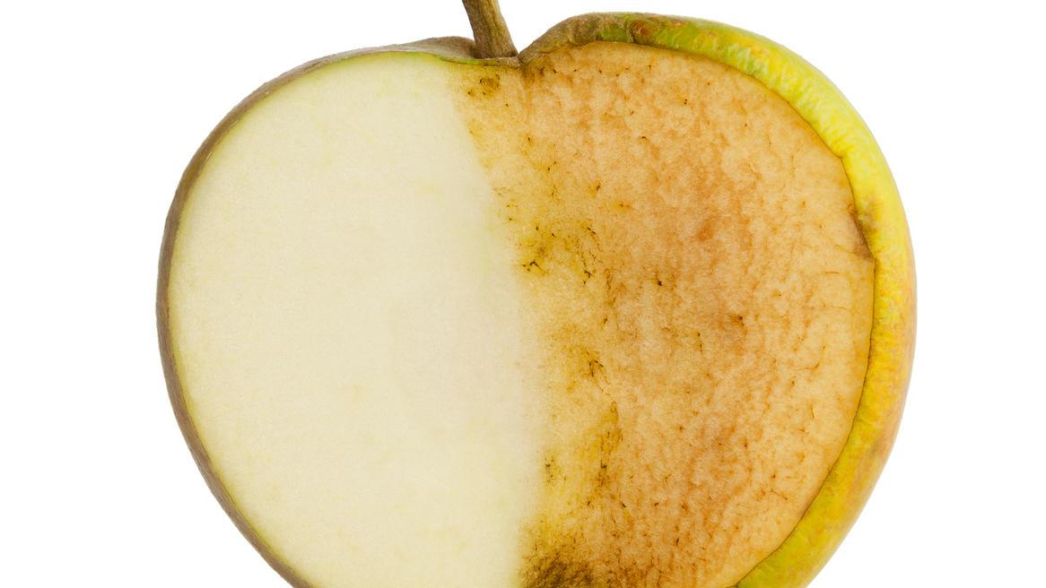 Sobald Äpfel angeschnitten sind, werden sie braun.