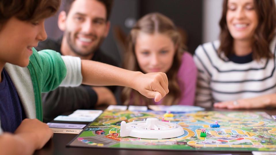 quality-time-am-spieltisch-kommen-alle-zusammen