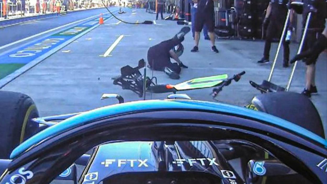 Lewis Hamilton und sein armer Mann mit dem Wagenheber
