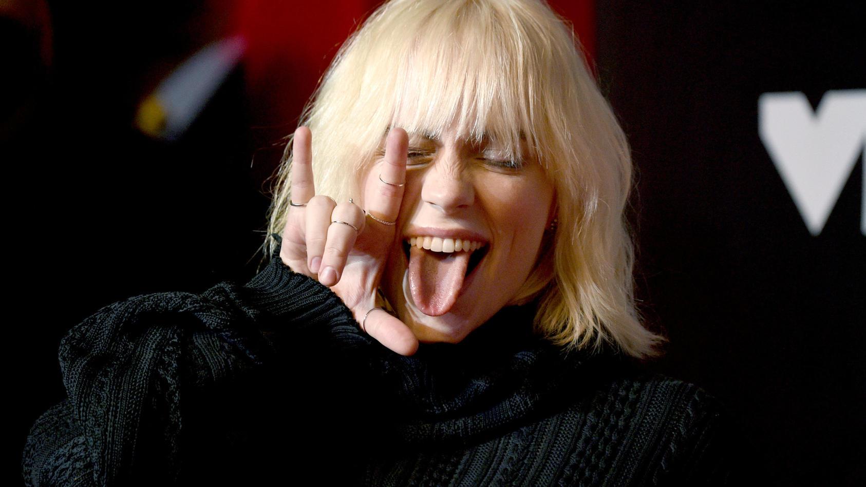 Billie Eilish mit blonden Haaren