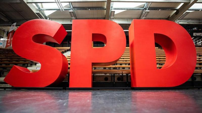 Das Logo der SPD ist zu sehen. Foto: Christoph Schmidt/dpa/Archivbild
