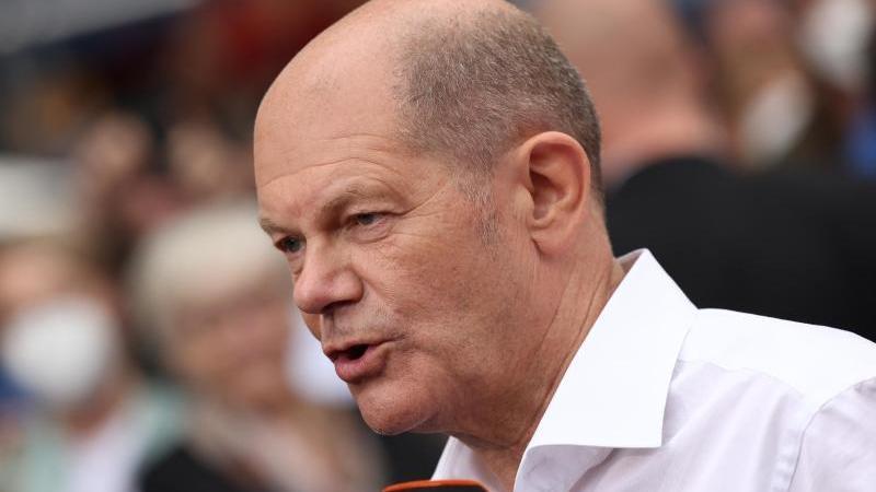 Olaf Scholz, Finanzminister und SPD-Kanzlerkandidat, gibt ein Statement. Foto: Rolf Vennenbernd/dpa