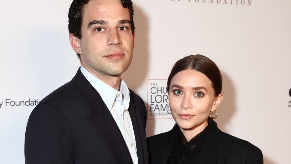 Louis Eisner und Ashley Olsen geben ihr Paar-Debüt auf dem roten Teppich.