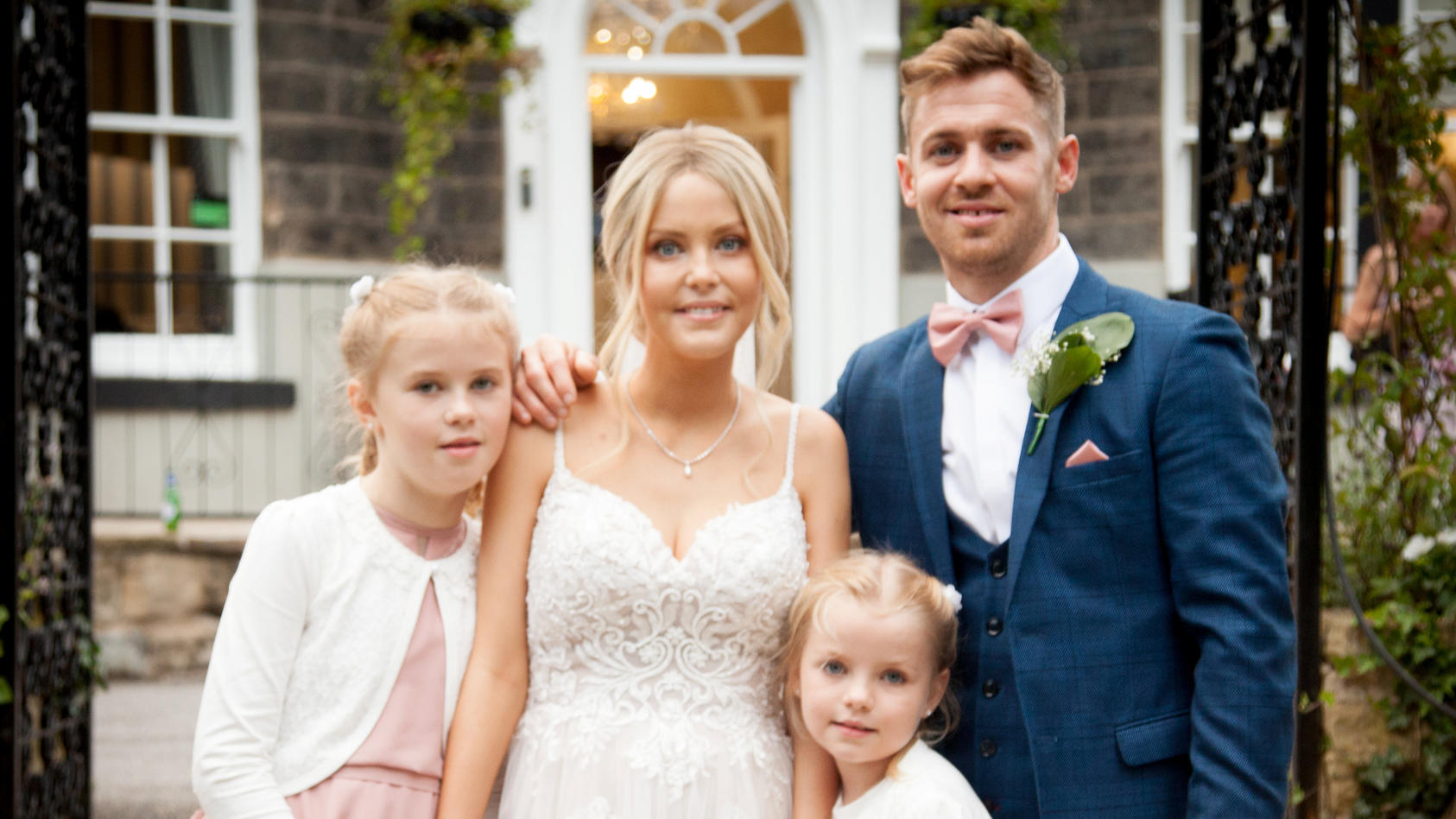 Sinead Richards (†31) mit ihrem Ehemann Liam (33) und den gemeinsamen Töchtern Paige (7) und Georgie (9).