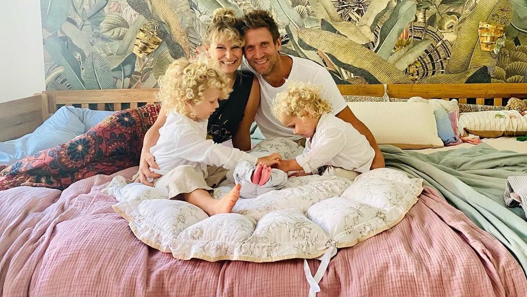Janni Hönscheid und Peer Kusmagk sind frisch gebackene Dreifach-Eltern.