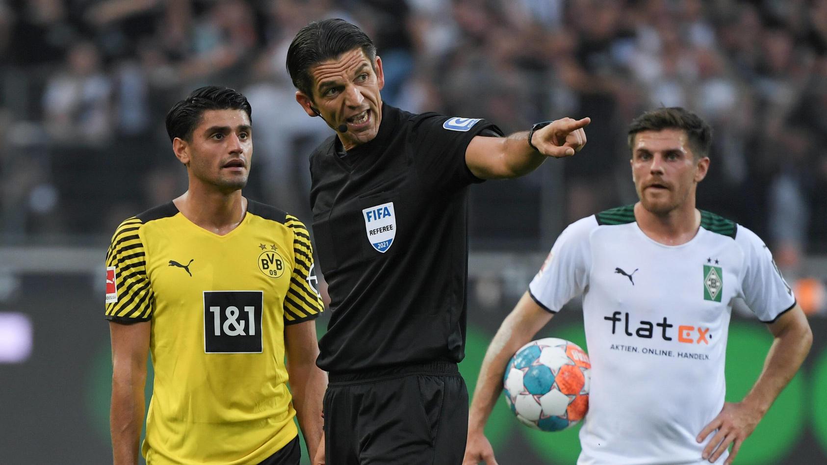Deniz Aytekin ist beim Spiel zwischen Borussia Dortmund und Borussia Mönchengladbach der Kragen geplatzt.