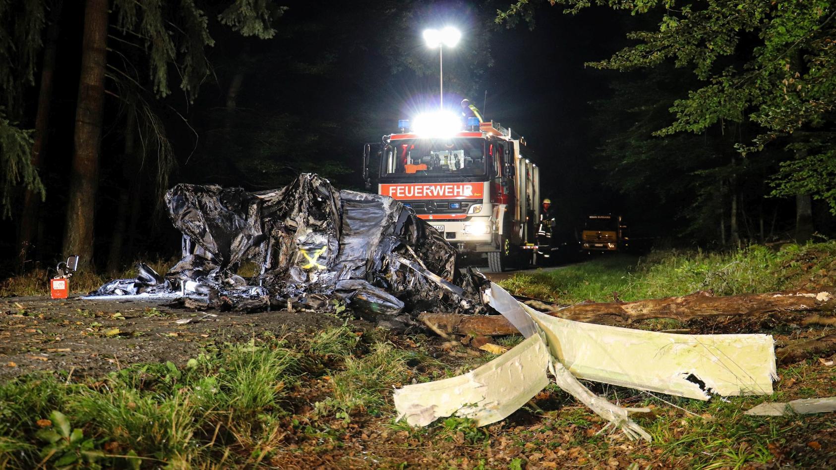 Die Unfallstelle befand sich mitten in einem Wald.