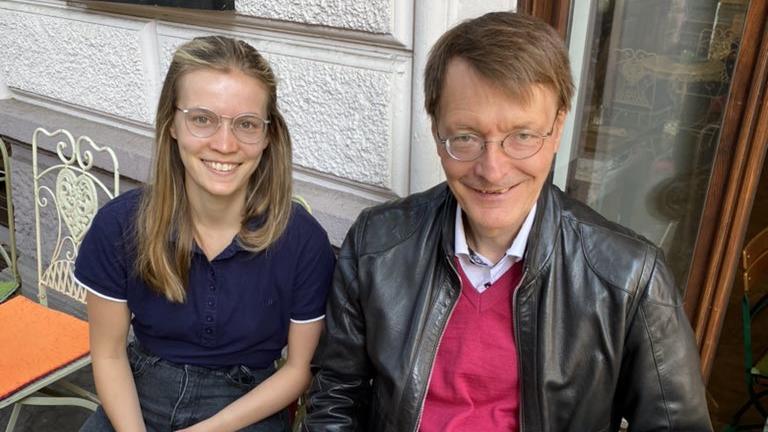 Karl Lauterbach zeigt sich nach langem Wahlkampf auf Twitter mit Tochter Rosa.
