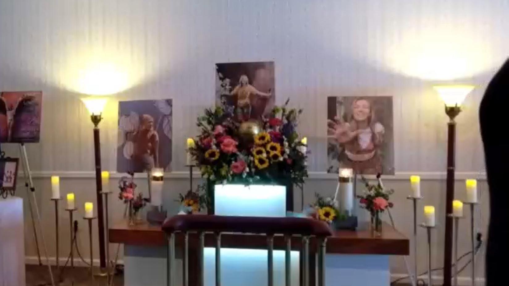Zu dem emotionalen Gottesdienst für Gabby Petito kamen viele Menschen.
