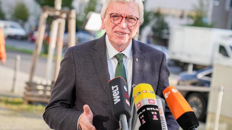 Volker Bouffier (CDU), Ministerpräsident von Hessen, spricht. Foto: Kay Nietfeld/dpa/Archivbild