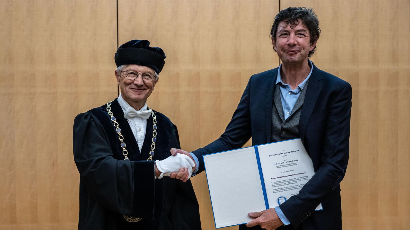 TiHo-Präsident Gerhard Greif mit Christian Drosten.