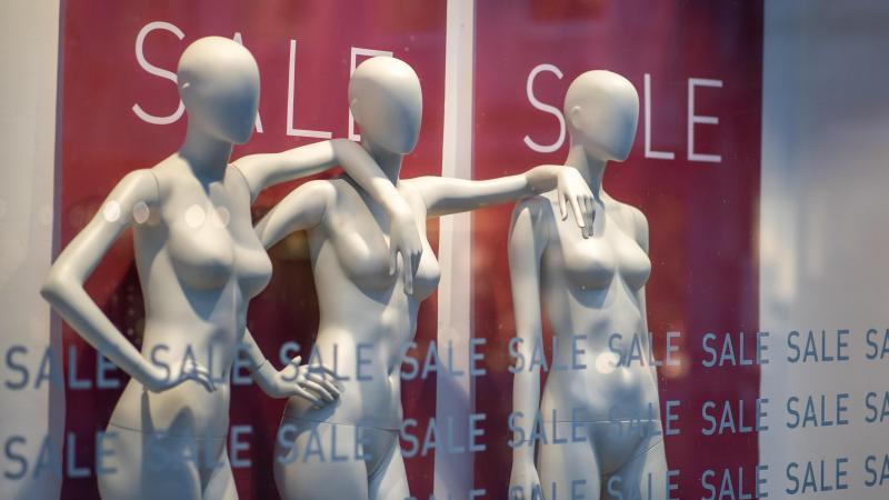 Der Modehandel in Deutschland hat mit den Folgen der Corona-Krise zu kämpfen. Foto: Daniel Karmann/dpa