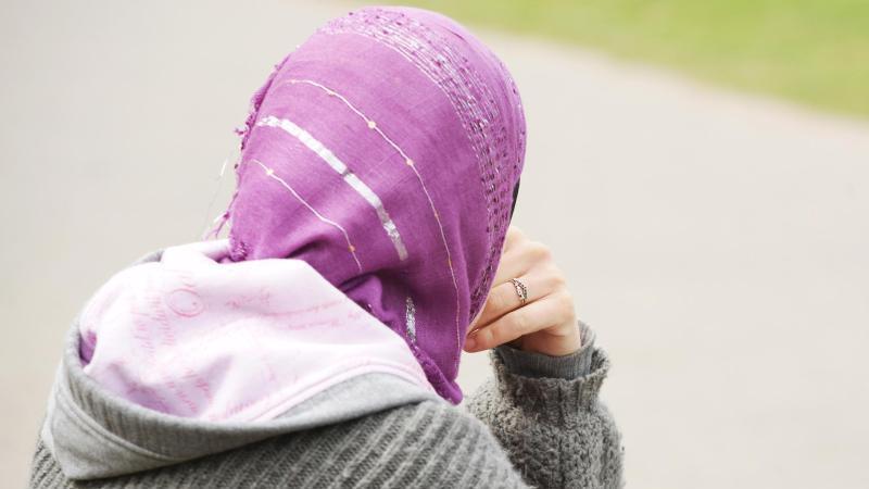In Bergheim durfte eine Frau offenbar zunächst nicht wählen, weil sie ein Kopftuch trug.