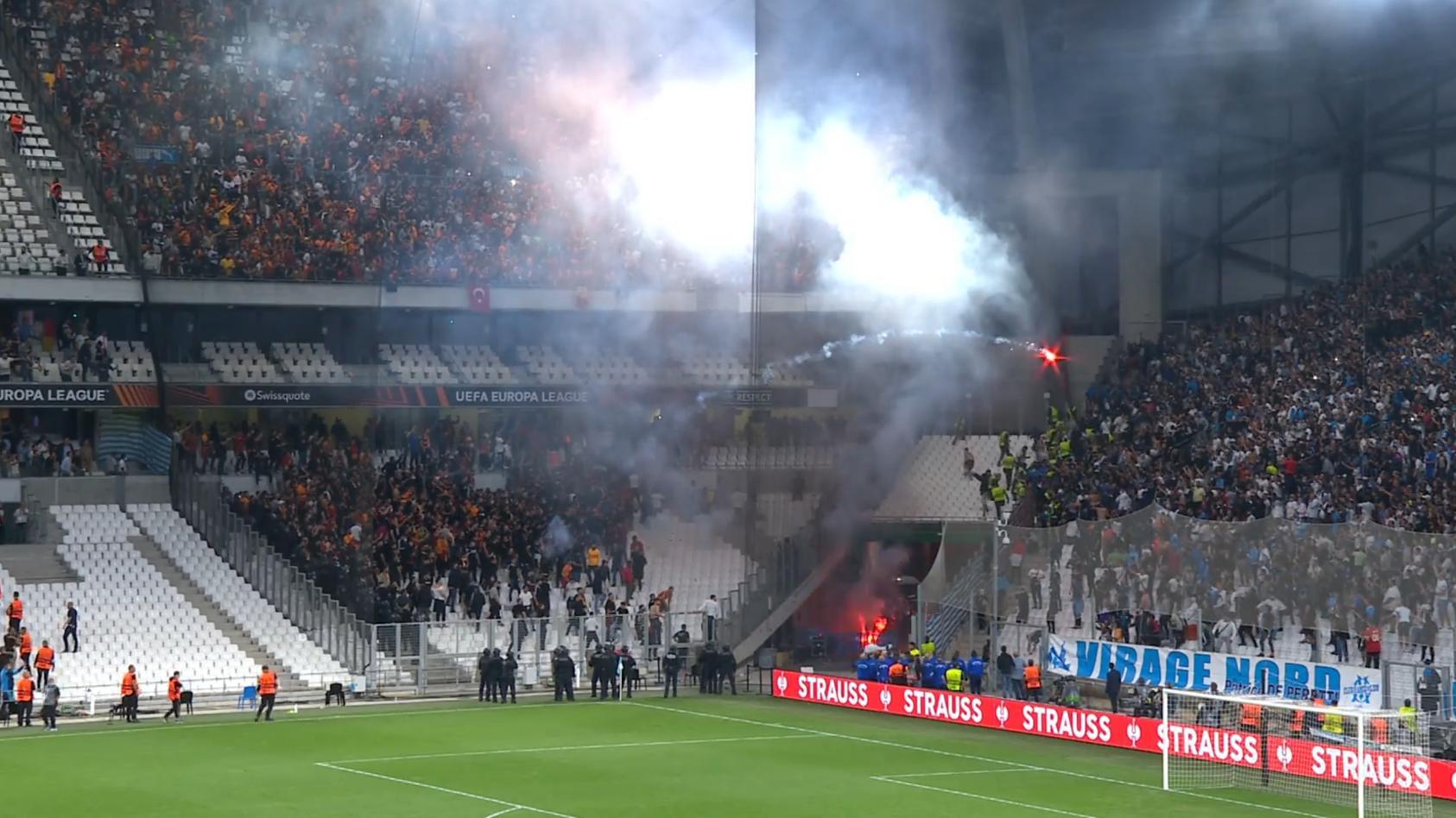 europapokal-abend-der-schande-leuchtraketen-auf-marseille-fans
