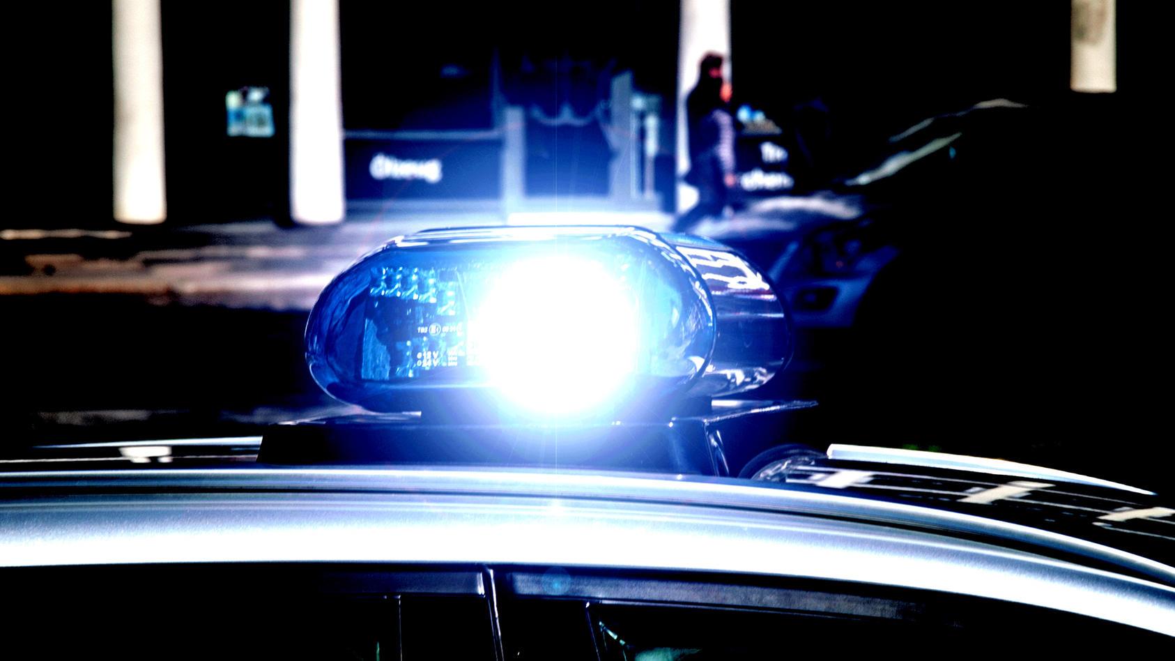 symbolbilder-polzeiwagen-mit-blaulicht