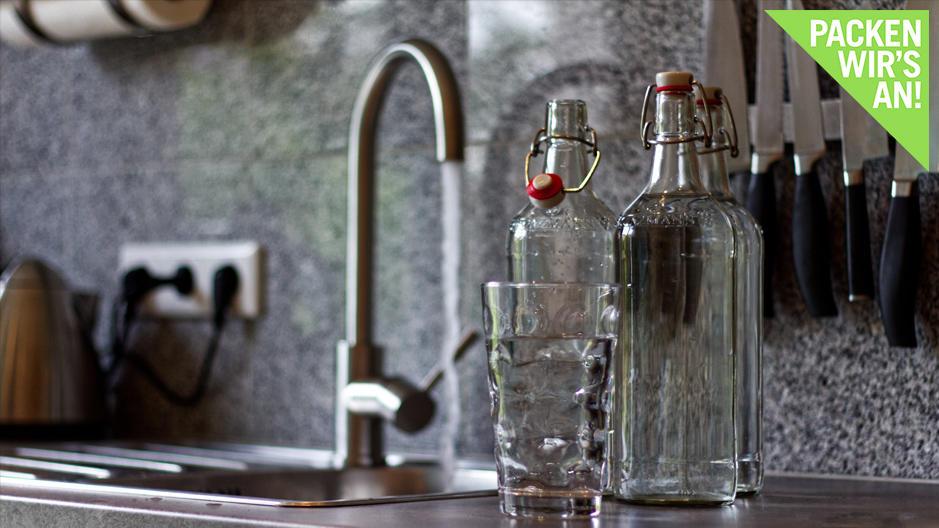 Umweltschonend und gemeinhin gesund: Viele Menschen kaufen kein Wasser mehr, sondern trinken es direkt aus der Leitung.
