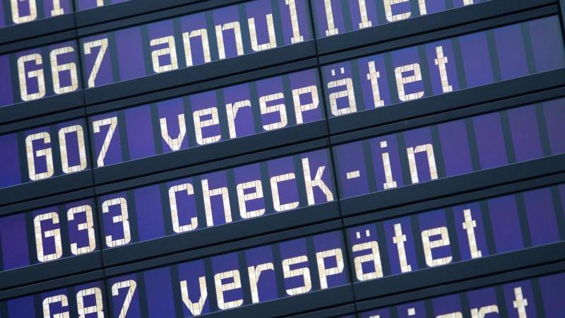 Die EU-Fluggastrechte helfen Reisenden bei Ausfällen und starken Verspätungen. Foto: Peter Kneffel/dpa/dpa-tmn/Archiv