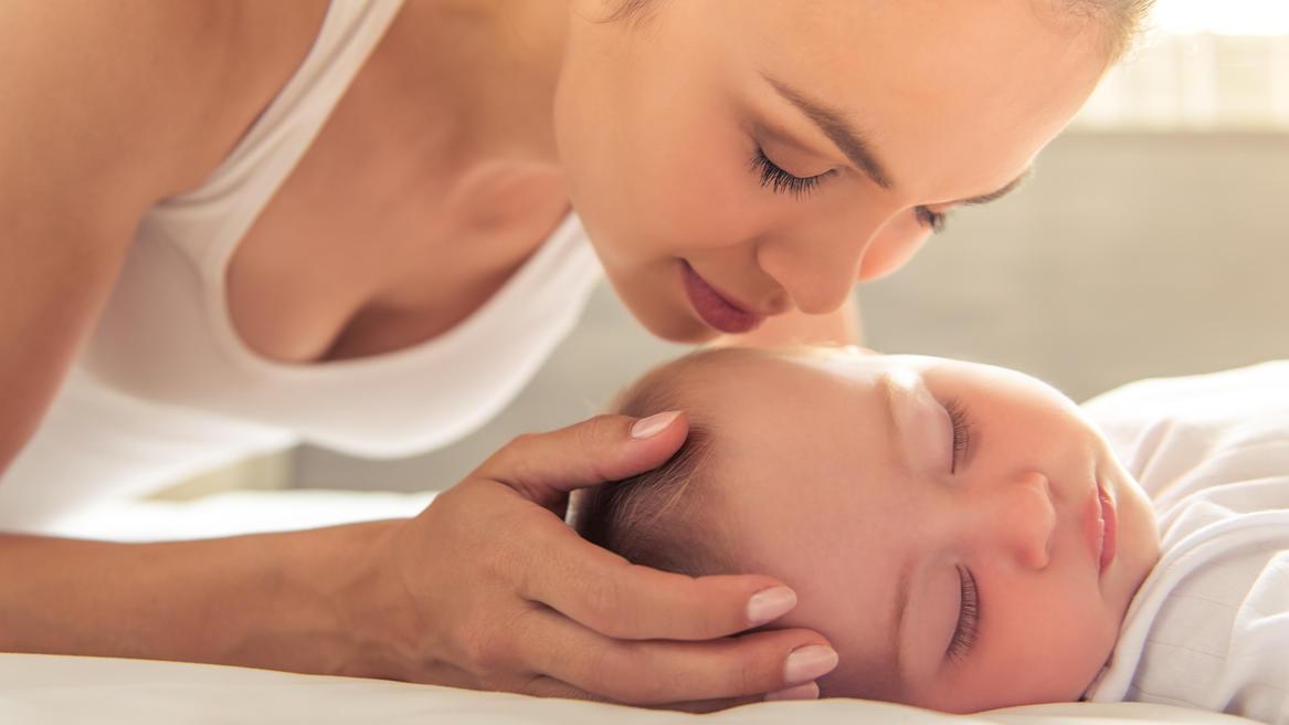 """""""Ich habe dich zum Anknabbern lieb"""" - Eltern kennen das Gefühl, das Babys auslösen."""