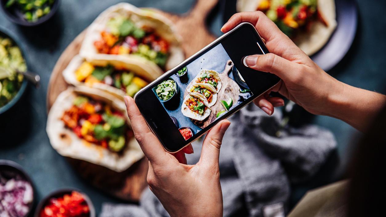 Wer Insta, Facebook und Co. regelmäßig nach gesunden Rezepten mit vielen Likes durchforstet, ernährt sich in der Regel auch gesünder.