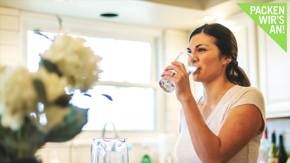 sport-mediziner-gibt-tipps-wie-viel-sollten-wir-am-tag-trinken