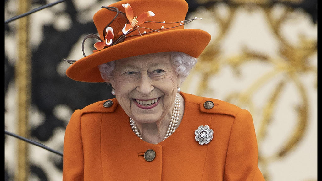 . 07/10/2021. London, United Kingdom. Queen Elizabeth II accompanied by Prince Edward, launches The Queen s Baton Relay for the 2022 Commonwealth Games in Birmingham, United Kingdom, at Buckingham Palace in London. PUBLICATIONxINxGERxSUIxAUTxHUNxONLY