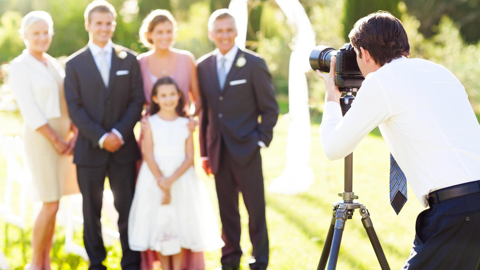 """Ein anonymer Hobby-Fotograf teilt auf """"reddit"""" seine Erfahrung: Er löschte alle Fotos einer Hochzeit, nachdem das Brautpaar ihm weder Essen oder Trinken, noch eine Pause gestattete."""