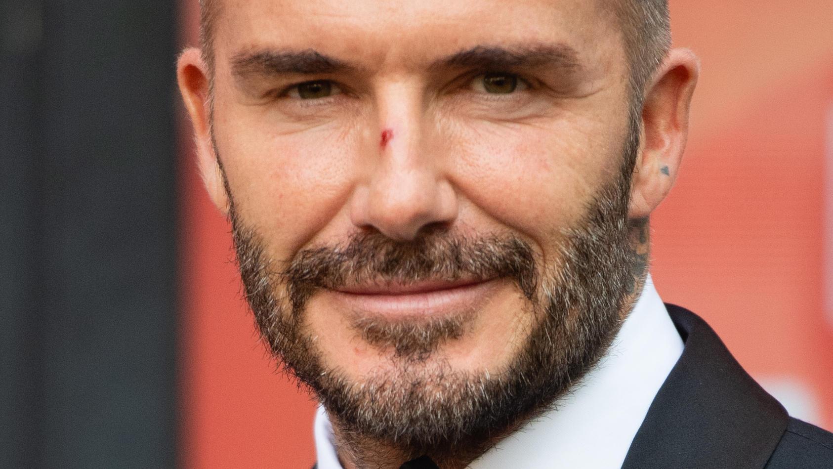 """David Beckham mit auffällig glatter Stirn bei den """"Who Cares Wins Awards"""" in London im September 2021."""
