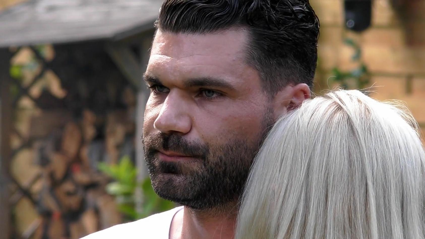 Mike Cees-Monballijn entschuldigt sich in einem öffentlichen Statement bei seiner Frau Michelle.