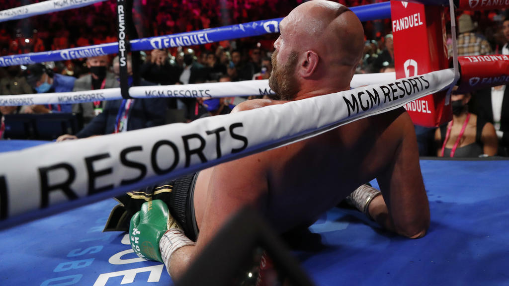 Boxing - Tyson Fury v Deontay Wilder - WBC Heavyweight Title - T-Mobile Arena, Las Vegas, Nevada, U.S. - October 9, 2021 Tyson Fury reacts after being knocked down by Deontay Wilder REUTERS/Steve Marcus