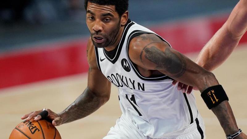 Darf bis auf weiteres weder bei den Brooklyn Nets trainieren noch spielen: Topstar Kyrie Irving