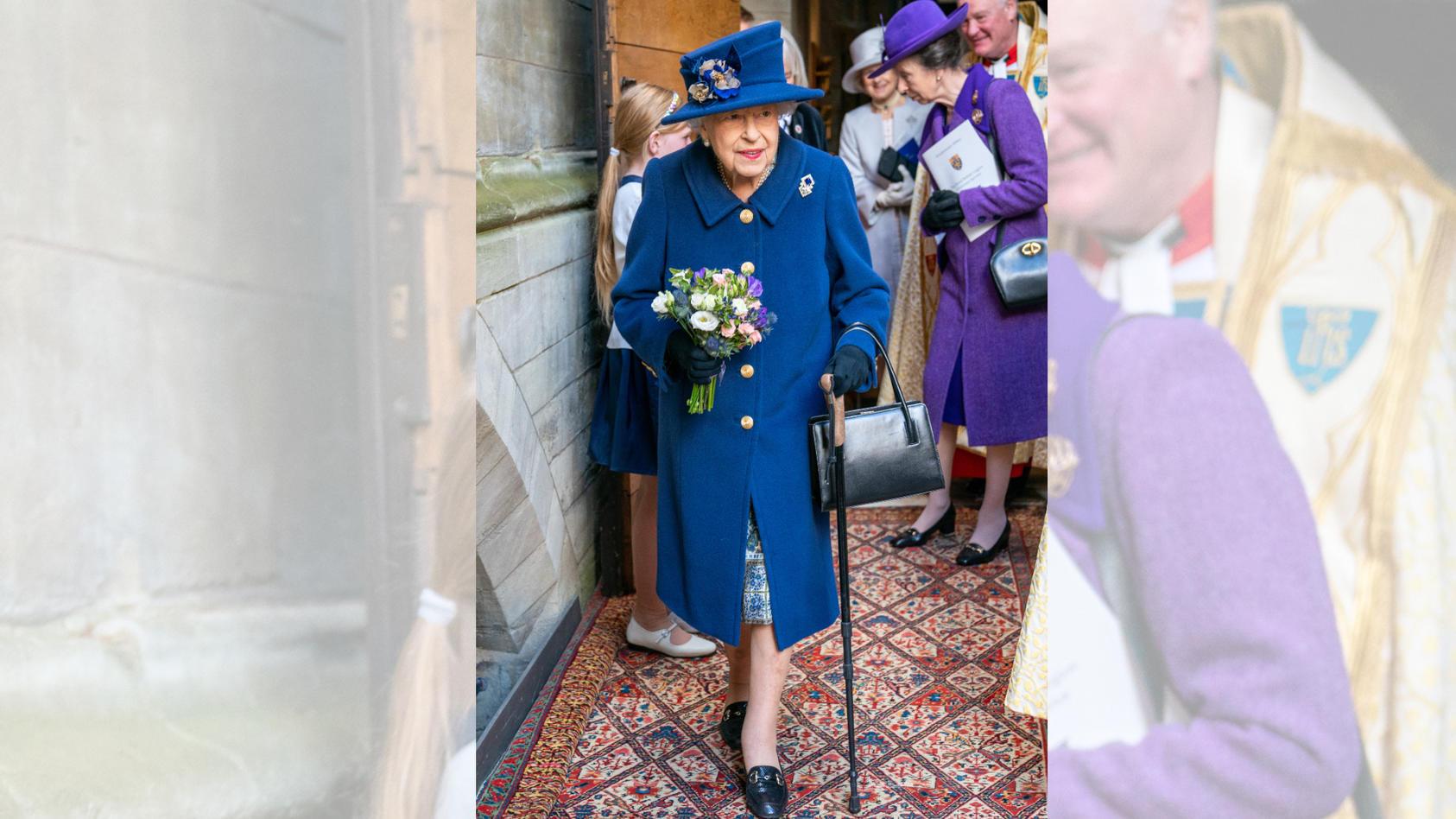 Queen Elizabeth II. erschien mit Gehstock in der Öffentlichkeit. Das tut sie normaler Weise nicht.