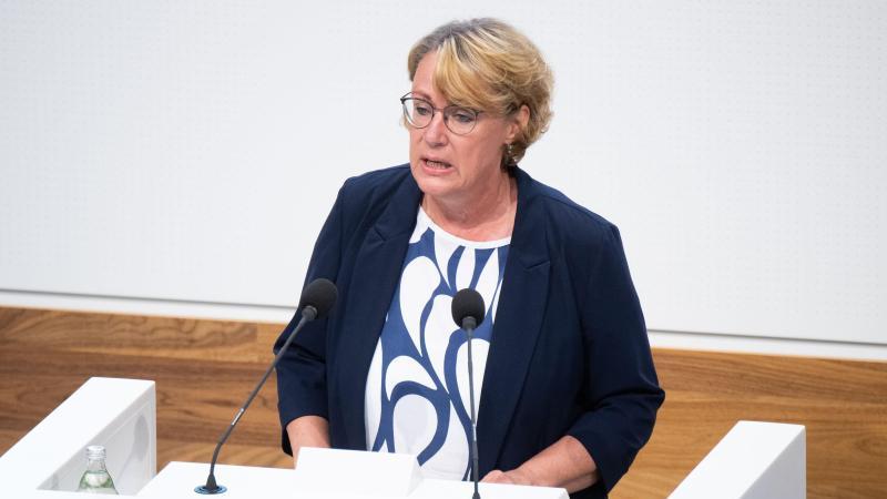 Barbara Otte-Kinast (SPD), Landwirtschaftsministerin von Niedersachsen, spricht im niedersächsischen Landtag. Foto: Julian Stratenschulte/dpa/Archivbild