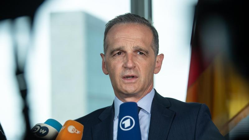 Heiko Maas (SPD), Außenminister, spricht zur Presse. Foto: Bernd von Jutrczenka/dpa