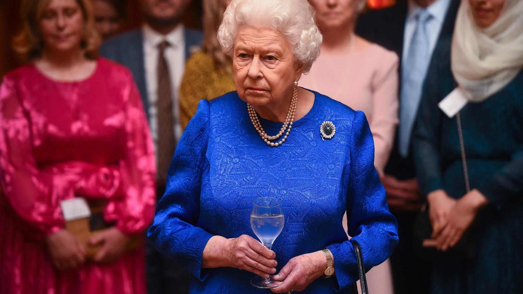 queen-elisabeth-ii-soll-zukunftig-ihren-schlummertrunk-lieber-weglassen