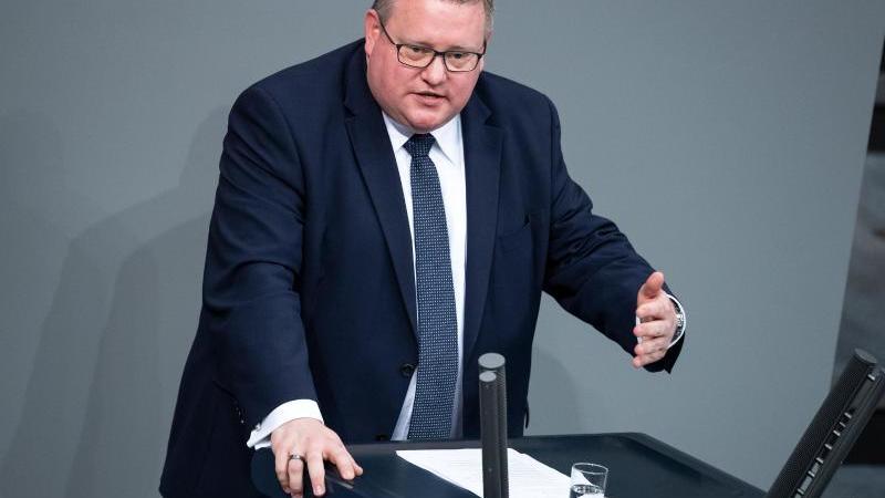 markus-uhl-cdu-spricht-foto-bernd-von-jutrczenkadpaarchivbild