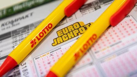 der-eurojackpot-in-hohe-von-33-millionen-euro-geht-nach-niedersachsen-foto-patrick-seegerdpaillustration
