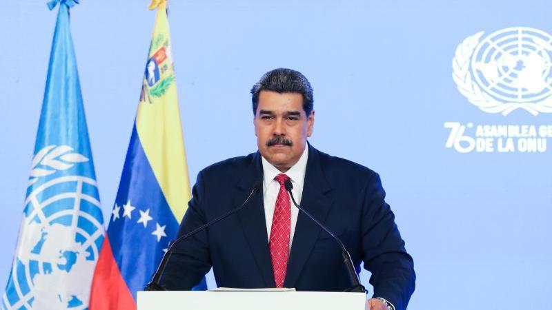 nicolas-maduro-spricht-im-rahmen-der-un-generaldebatte-die-venezolanische-regierung-hat-den-dialog-mit-der-opposition-nach-der-auslieferung-eines-vertrauten-von-venezuelas-prasident-an-die-usa-vorerst-abgebrochen-foto-marcelo-garciaprensa-mirafloresd