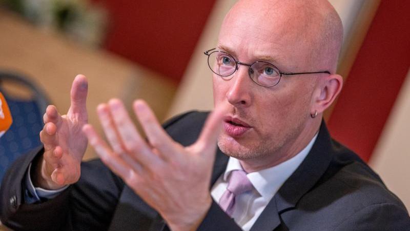 christian-pegel-spd-bau-und-verkehrsminister-von-mecklenburg-vorpommern-foto-jens-buttnerdpa-zentralbilddpaarchivbild