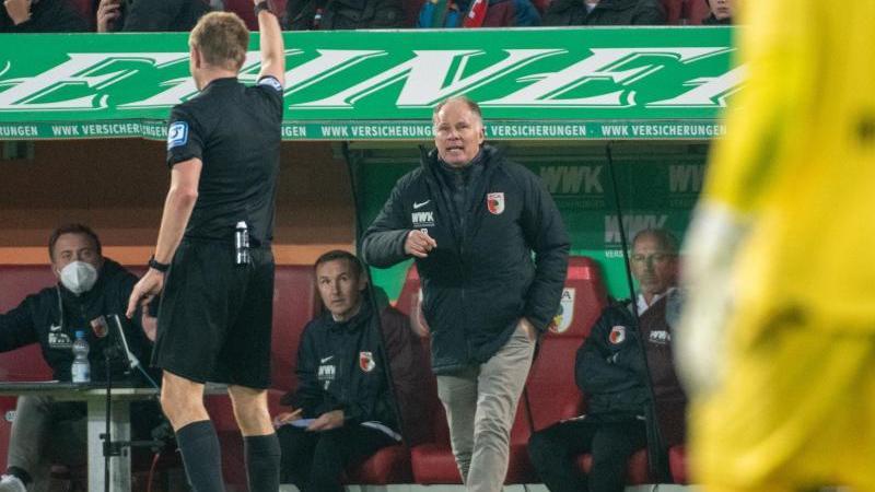 augsburgs-sportdirektor-stefan-reuter-l-foto-stefan-puchnerdpa