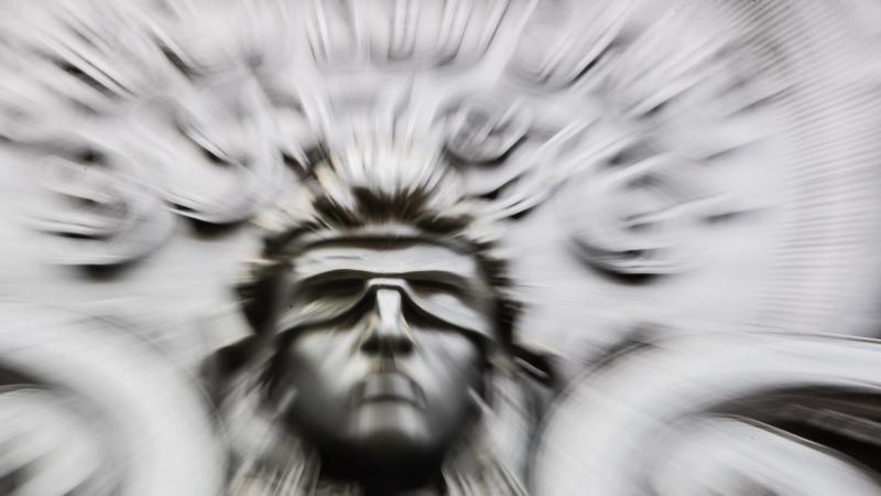 eine-figur-der-blinden-justitia-foto-christoph-soederdpasymbolbild